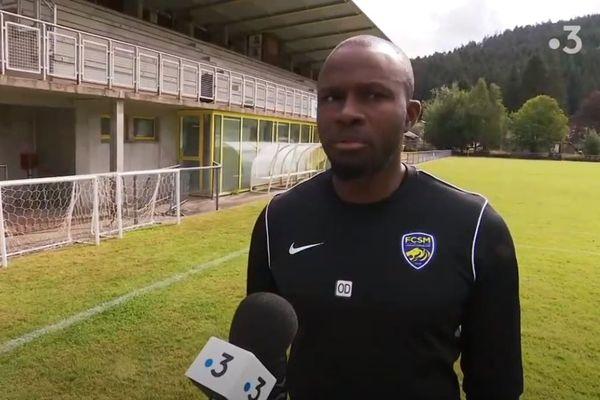 L'entraîneur sochalien Omar Daf se prépare à Gérardmer avec ses joueurs avant d'affronter le PSG, le 5 août.