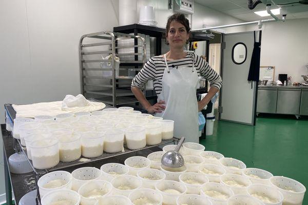 Anaïs Duraffourg, co-fondatrice de la Laiterie de Lyon, unique laiterie urbaine implantée dans le quartier de la Guillotière.