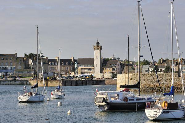 Le port de Roscoff, porte ouverte sur la Manche.