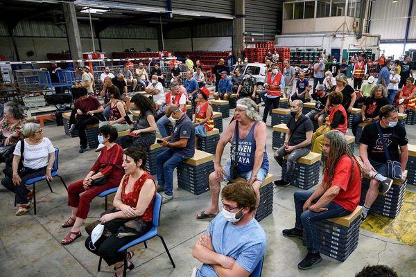 Les salariés de la SAD Marseille, lors d'une assemblée générale