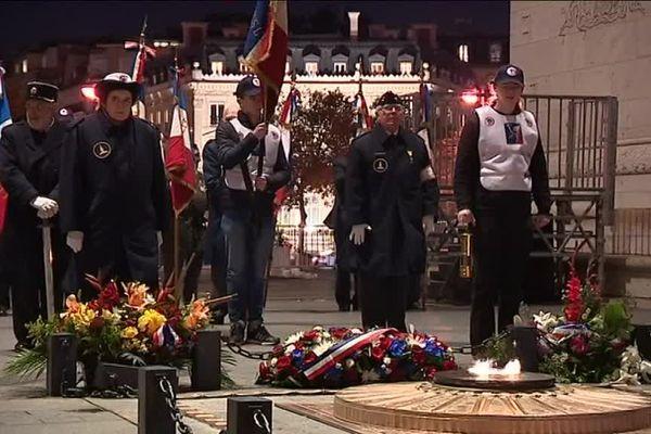 Cérémonie du souvenir à l'Arc de Triomphe de Paris