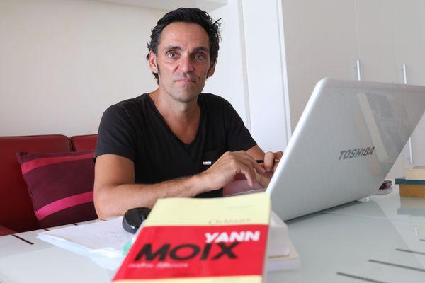 Alexandre Moix en août 2019, lors de la sortie du roman de son frère Yann Moix.