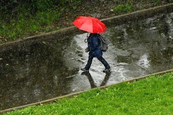 Le Puy-de-Dôme, le Cantal et la Haute-Loire sont en vigilance orange pluie-inondations ce vendredi 12 juin jusqu'à 20 heures.