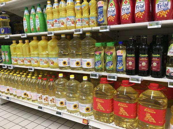 """Pour l'instant, rien ne manque dans les rayons alimentation des magasins. Un passage de """"vigilance virus niveau 3""""  pourrait peut-être changer cela"""