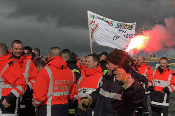 Niort : les sapeurs-pompiers des Deux-Sèvres sont en grève - 7 mars 2019.