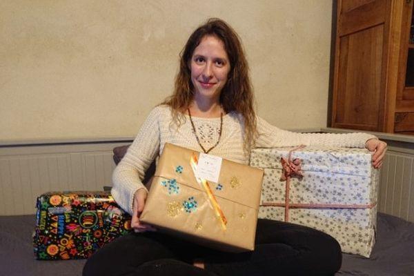 """""""C'est Noël, alors on hésite pas à réaliser un joli paquet"""" dit Mangaïa Bar, la créatrice du calendrier de l'Avent inversé"""
