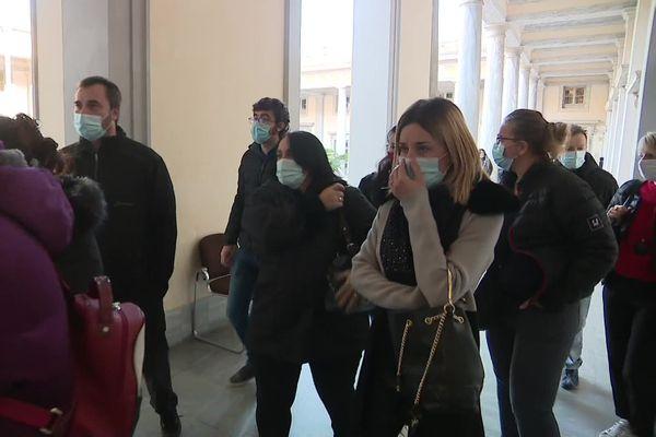 Les proches de Jennifer Grante rejoignent la salle de la cour d'assises