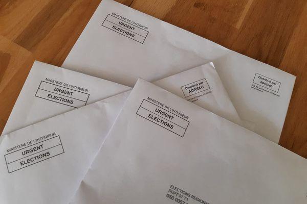 Exemples de professions de foi distribuées par Adrexo, pour les élections départementales et régionales de juin 2021, en Ardèche.