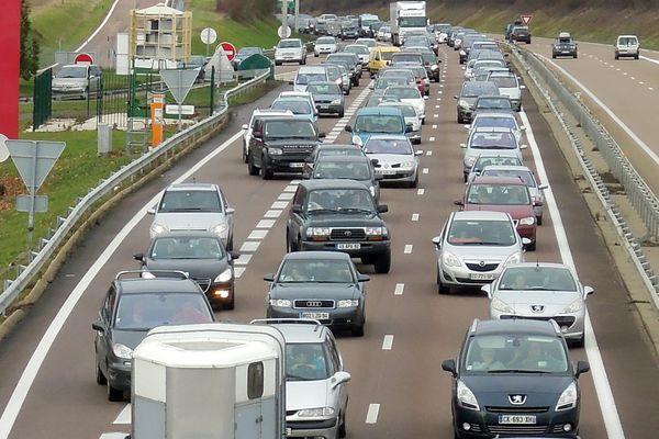 De par sa situation stratégique, entre Paris et Lyon, l'autoroute A6 est souvent en proie à des embouteillages pendant la période estivale.