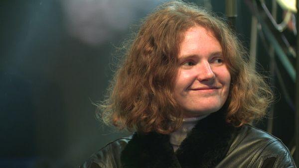 Elisa Brolli est la chanteuse de Brö, un groupe de soul urbaine.