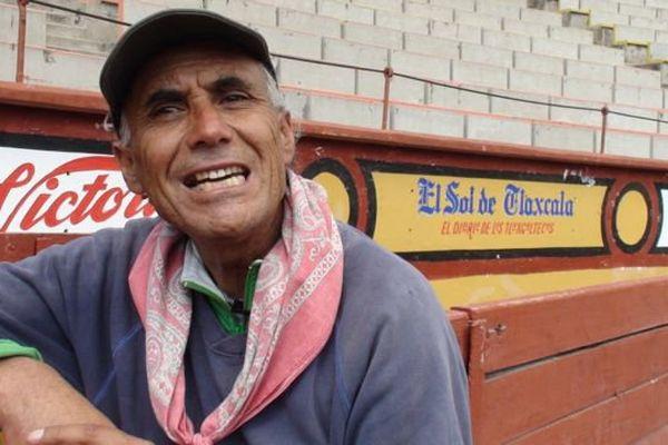 El Pana, 64 ans cette année, après l'entraînement dans les arènes d'Apizaco (Tlaxcala, Mexique)