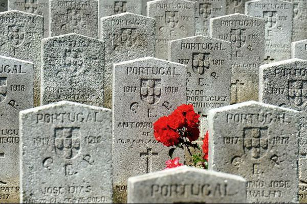 Le cimetière portugais de Richebourg.