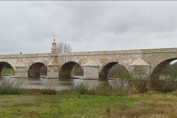 Le pont de Loire, à la Charité-sur-Loire (Nièvre), est en travaux depuis septembre 2016