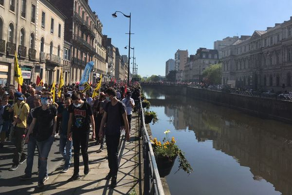 Le manifestants rejoignent le quai Châteaubriant à Rennes