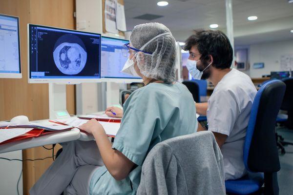 Dans le service de réanimation de l'hôpital de Saint-Malo, avril 2021