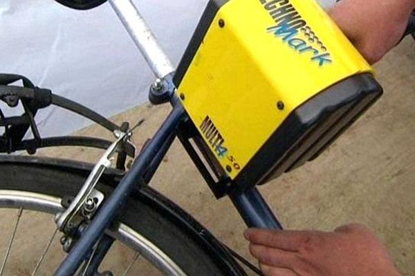 Montpellier - le tatouage d'un vélo grâce à l'opération bicycode - 10 avril 2014.