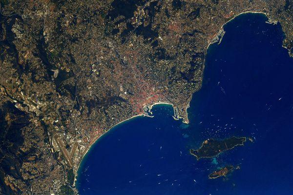 L'astronaute est passé au dessus de Cannes et la Côte d'Azur et a partagé quelques clichés avec les internautes.