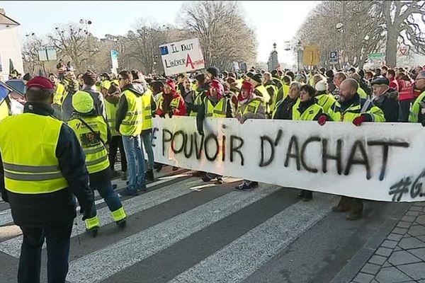"""Convergence des luttes entre """"Gilets jaunes"""" syndicalistes à Dole le 5 février 2019"""