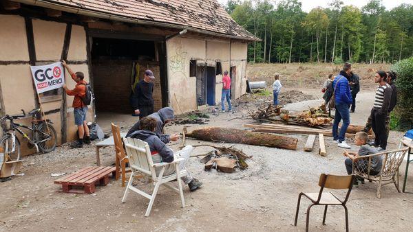 Les opposants sont de retour à la ZAD de Kolbsheim, où ne subsistent que le moulin et la grange.