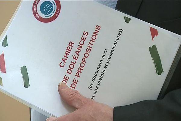 Le cahier de doléances de la mairie de Belleneuve a été remis à la préfecture de Dijon.