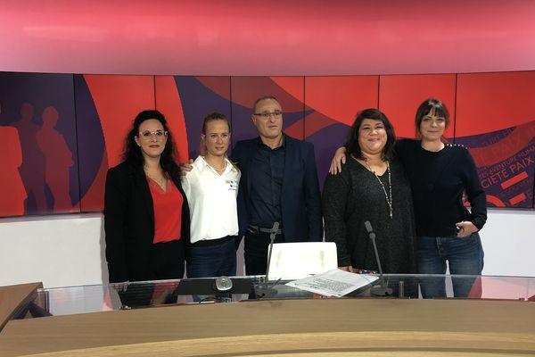 De gauche à droite Natacha Bercovici, Victorie Gilman, Pascal Cagnato,  Audrey et Jeanne Mathieu