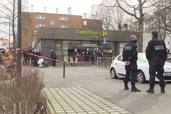 Le 17 mars 2021 a eu lieu une fusillade devant ce supermarché du quartier de Cleunay à Rennes