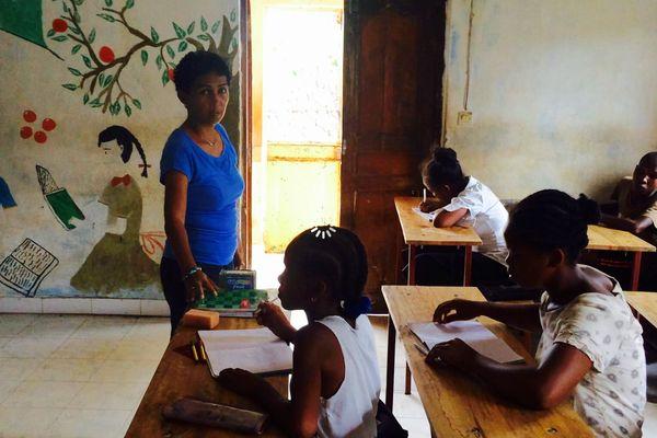 Vola en classe avec des jeunes de majunga