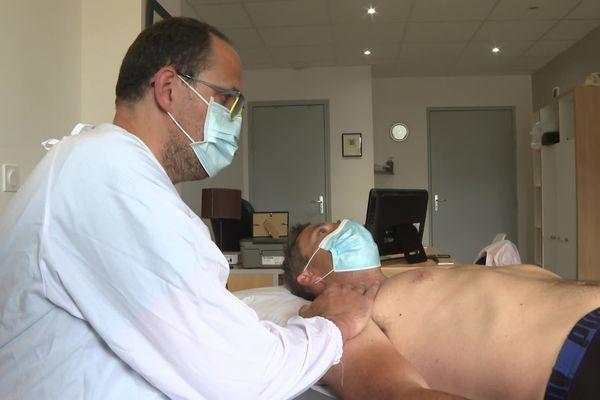 Chez cet ostéopathe rennais, les consultations post-confinement ont pour la plupart un lien avec les mauvaises postures en télétravail
