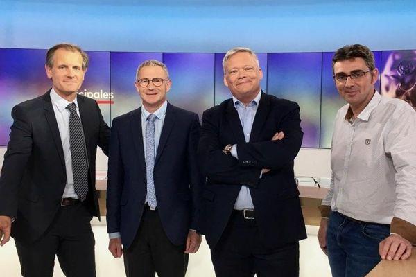 Robin Durand présente le débat du 2e tour des muncipales de Lamballe Armor. Philippe Hercouët est face à Stéphane De Sallier Dupin et Sylvain Bernu. (De gauche à droite)