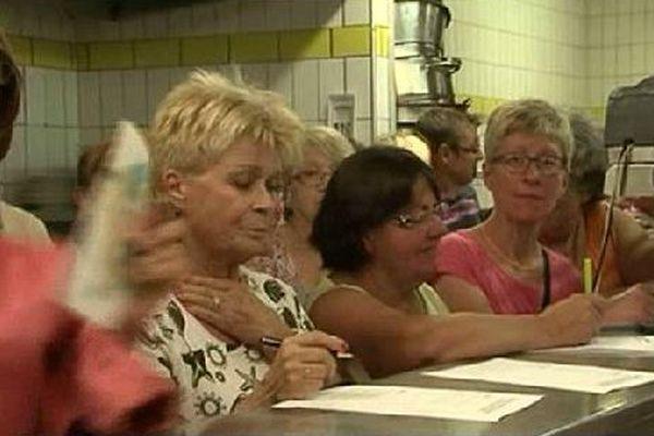 Un public attentif aux explications du Chef.