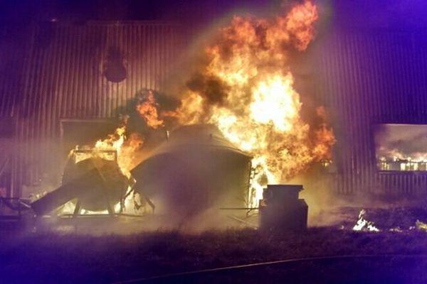L'entreprise Delcen, à Vendôme, ravagée par le feu cette nuit, le 19 février 2016.