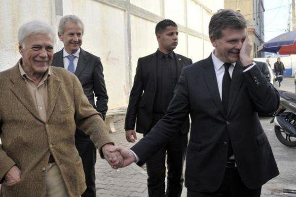 Guy Bedos et Arnaud Montebourg en Algérie en décembre 2016.