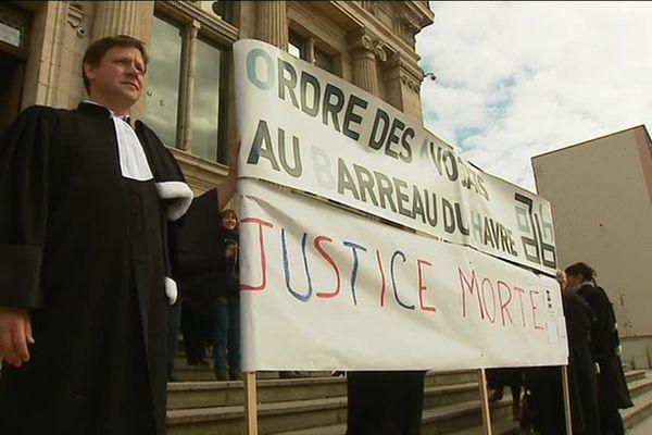 Au Havre, les avocats ont manifesté devant le tribunal mercredi 21 mars 2018 au matin