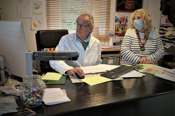 La passation a commencé cette semaine entre les deux médecins: Yves Taveau bientôt en retraite, et Christine Hochard qui vient lui succéder