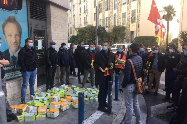 Ils étaient une vingtaine de représentants du secteur de l'énergie à protester contre la réforme d'EDF devant le local du député LREM Cédric Roussel à Nice.