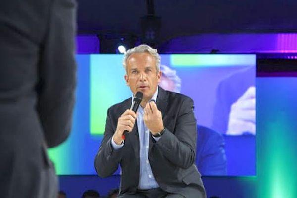 """Alexandre Schabel, ancien présentateur et producteur tv, a imaginé cette nouvelle chaine sur le Web. Son expérience dans le monde de l'entreprise l'a convaincu de la nécessité de valoriser les démarches """"RSE"""" des PME et PMI"""