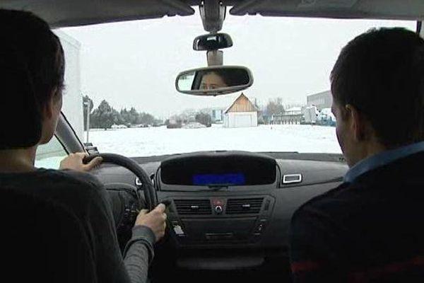 La journaliste Anne-Laure Herbet a suivi un cours de conduite sur neige, pour éviter les tête-à-queue.