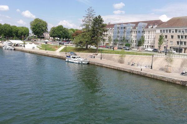 La rivière Yonne traverse la ville de Sens