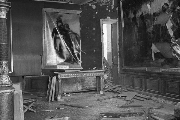 Vue d'une salledu Château de Versailles ravagée par l'attentat commis dans la nuit du 25 au 26 juin 1978