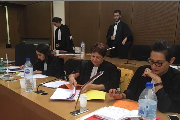 De gauche à droite, les avocates des parties civiles : Marylène Correia, Monique Sultan, et Lynda Belarbi