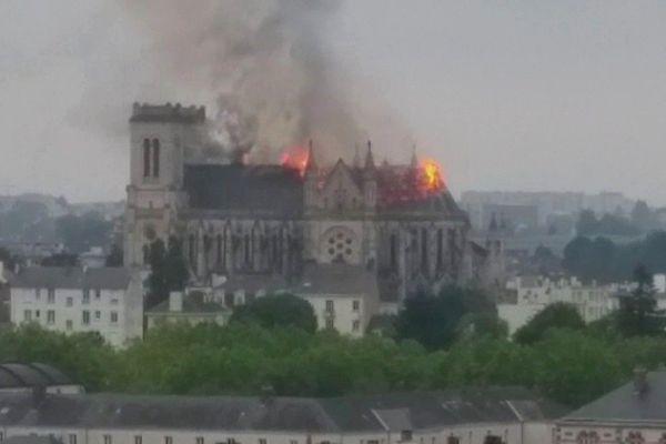 La toiture de St Donatien est parti en fumée ce lundi 15 juin 2015