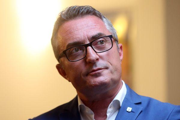 """L'élu a vu son visage floutée dans le quotidien régional """"La Provence"""""""
