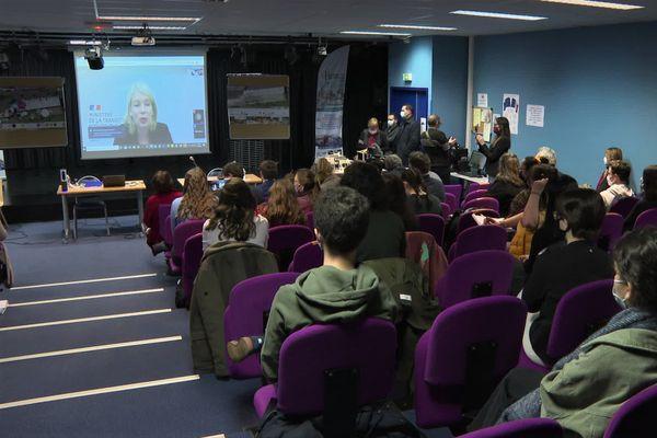 Les lycéens en visio avec le ministère de l'environnement