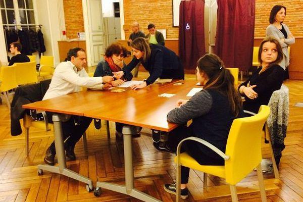 Au bureau de vote numéro 1 de Toulouse, à l'heure du dépouillement.