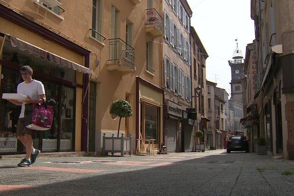 Dernier jour de confinement dans les rues d'Issoire.
