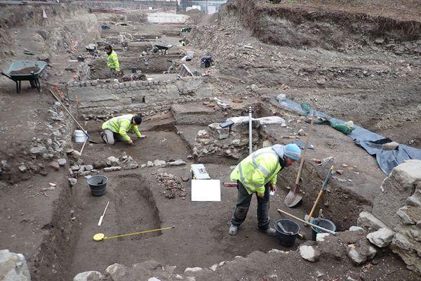 Sur le site de l'ancien Hôtel-Dieu, des fouilles archéologiques ont débuté en novembre 2020.