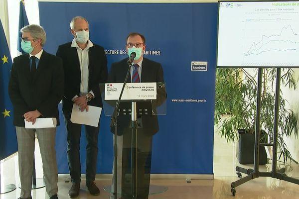 Le préfet des Alpes-Maritimes, Bernard Gonzalez (à gauche) tenait une conférence de presse ce 12 mars. Au micro, Romain Alexandre délégué départemental de l'ARS PACA.