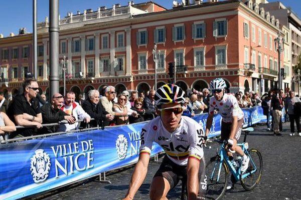 Le coureur colombien Sergio Henao Montoya, ici sur la place Masséna, est le nouveau maillot jaune.