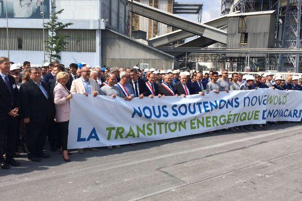 400 personnes, dont de nombreux élus locaux, étaient venues manifester devant l'usine le 10 juillet 2018 afin de soutenir la création de la centrale à biomasse.