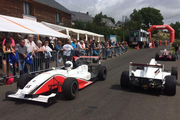 Plus de 200 pilotes participent à la course de côte du Mont-Dore/Chambon-sur-Lac.